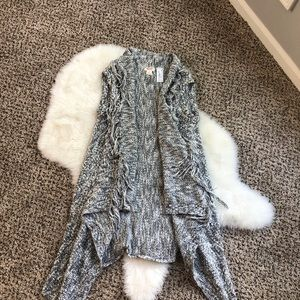 Sleeveless speckled gray cardigan with tassels